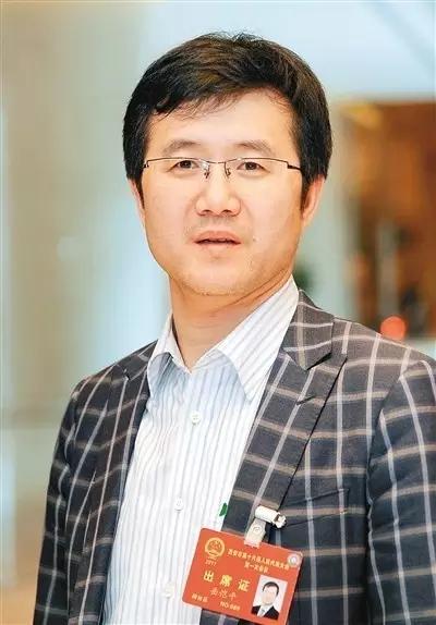 """《西安晚报》采访人大代表岳恺平:实现""""一带一路""""特色创新,带动国际易货!"""